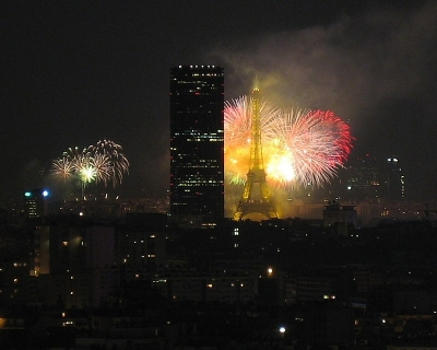 Paris-fireworks-14-july-2005.jpg