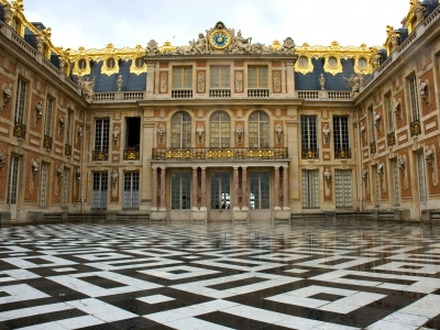 chateau-versailles-entrance.jpg